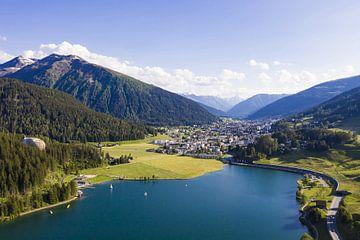 Het meer van Davos in Davos van Werner Dieterich