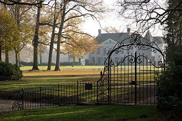 Huis Singraven in de herfst. van Ron Poot