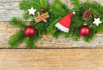 Kerstcompositie met ornamenten van Alex Winter