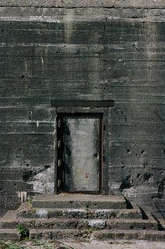 a door is closed von Robin Veenink