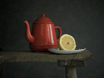 Stilleben - Teekanne mit Zitrone von Mariska Vereijken
