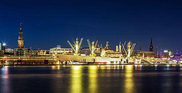 Hamburg Skyline mit Cap San Diego von Frank Herrmann
