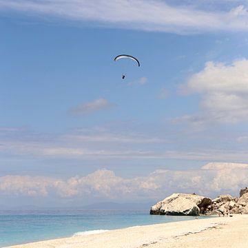 Paragliding über dem Ionischen Meer der Insel Lefkada von
