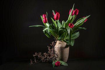 stilleven met tulpen van Hanneke Luit