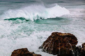 Surfers Paradise Portugal Nazaré | Côte ouest du Portugal | Photographie de paysage | Surfer à Nazar sur Part of the vision