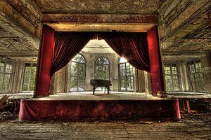 Piano on stage van
