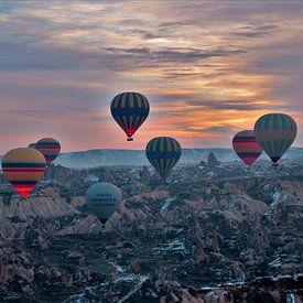 Luchtballonvaart Cappadocie / Capadocie /Capadocia. Turkije van Paul Franke