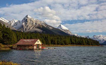 Maligne Lake Boathouse, Canada van Adelheid Smitt