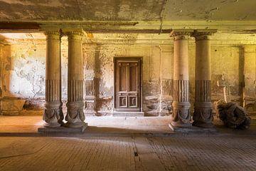 Pferd Passage in einem verlassenen Palast. von Roman Robroek