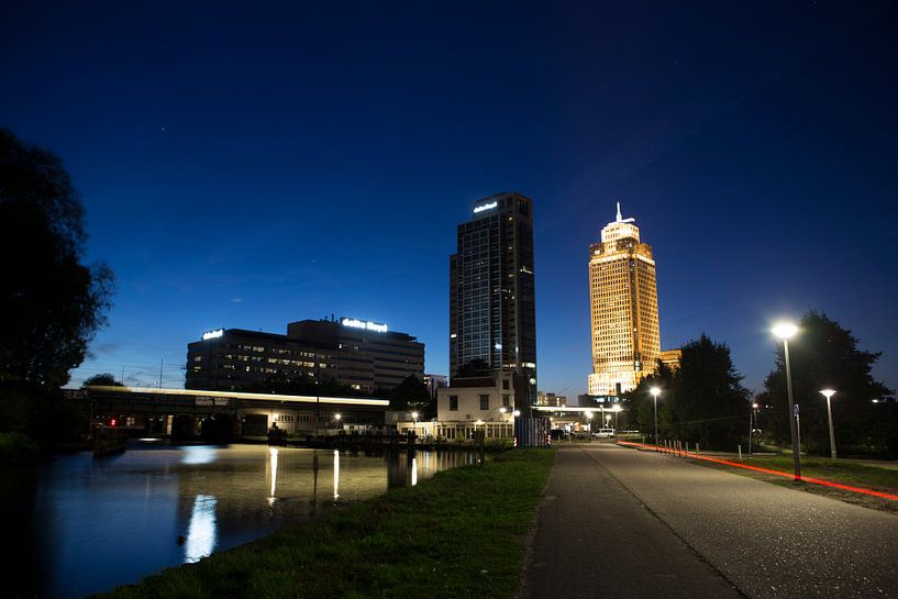 Nachtopname Rembrandttoren Amsterdam van PIX URBAN PHOTOGRAPHY