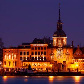 Dordrecht horizon, paysage urbain de la belle vieille ville historique, Pays-Bas sur Frank Peters