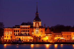 Skyline Dordrecht, stadsgezicht van mooie oude historische stad of binnenstad, Nederland van