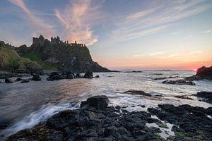 Zonsondergang bij Dunluce Castle (Noord-Ierland)