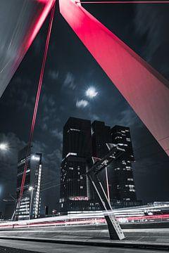 Rote Erasmusbrug Rotterdam in die nacht von vedar cvetanovic