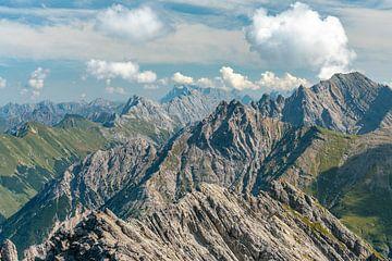 Lechtaler berguitzicht op de Mutterkopf en de Zugspitze van Leo Schindzielorz