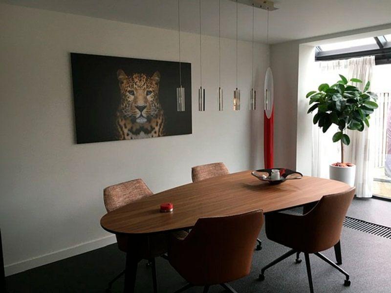 Klantfoto: Panter tegen zwarte achtergrond - Panters - Dieren - Roofdieren - Portret - Panter - Panterprint van Hendrik Jonkman