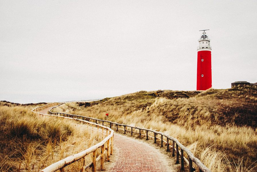 Red lighthouse in the dunes on Texel von Milou Oomens