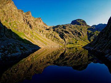 Het meer in het ochtendlicht van Vincent BILLOTEY