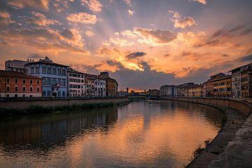 Coucher de soleil sur l'Arno à Pise sur Sjors Gijsbers