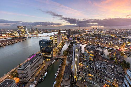 Skyline Rotterdam met zonsondergang