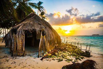 The sunset on one of the San Blas islands von Michiel Ton