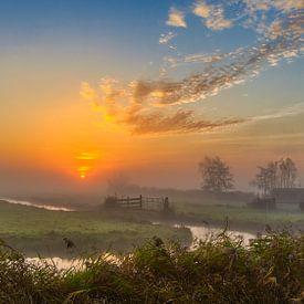 Lever de soleil coloré dans le polder Schermer sur Photo Henk van Dijk