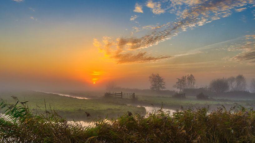 Kleurrijke zonsopkomst in de Schermer Polder van Photo Henk van Dijk