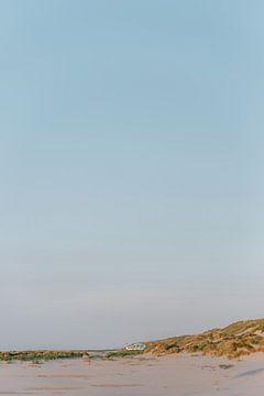 Strand van Terschelling, Nederland || Reisfotografie Eiland Oceaan Zee Zomer Zonsondergang Rustig Pa van Manon Galama