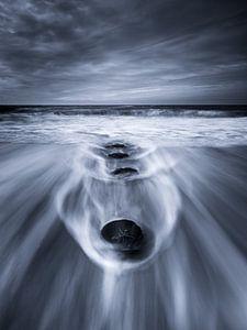 Dramatische lucht en zee