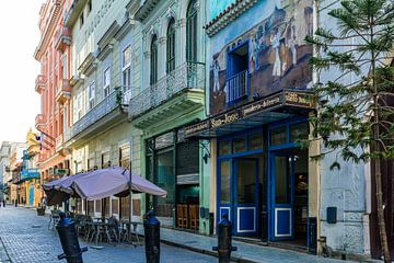 Straatleven in Havana, Cuba van Joke Van Eeghem