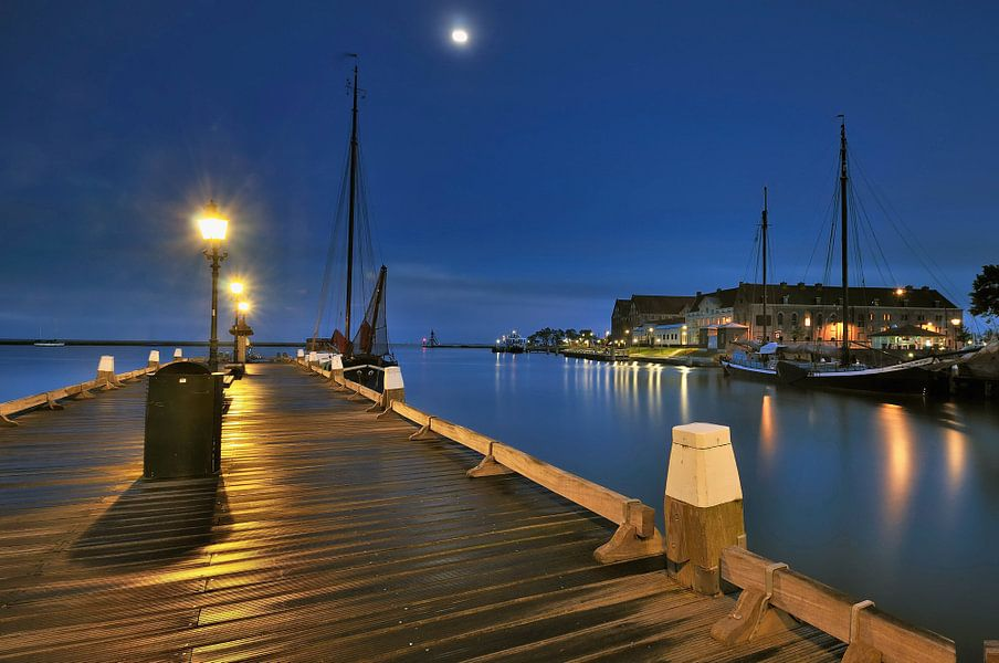 Hoorn steiger met zicht op het Oostereiland van John Leeninga