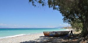 Verlaten Vissersboot op het strand