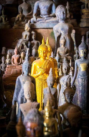 Primus inter pares, gouden boeddha beeldje te midden van vele, Laos