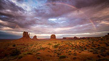 Monument Valley Regenboog van Edwin Mooijaart