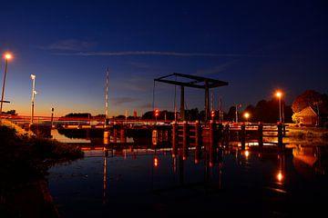 Brug over de Oude IJssel bij Laag-Keppel bij nacht van Arno Wolsink