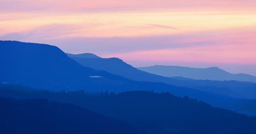 Silhouetten der Schwäbischen Alb zur Blauen Stunde - Nordalb von Jiri Viehmann
