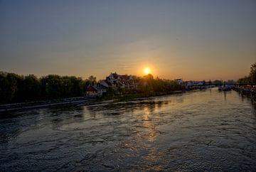 Uitzicht vanaf de stenen brug naar de zonsopgang van Roith Fotografie