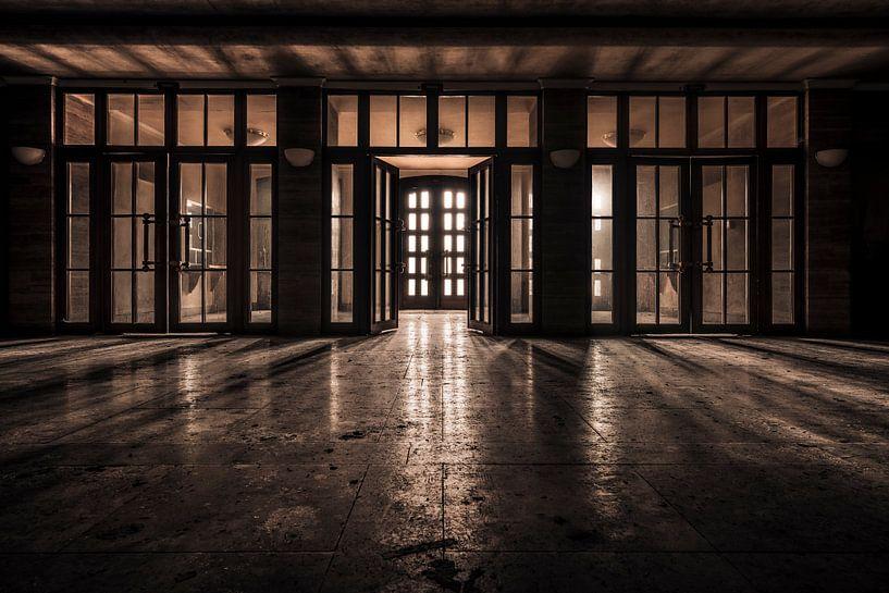 Damit das Licht so hell leuchtet, muss die Dunkelheit vorhanden sein von Marco Bontenbal