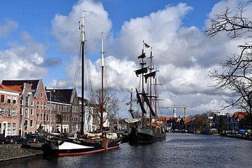 Schepen in Spaarne Haarlem van Susan Dekker
