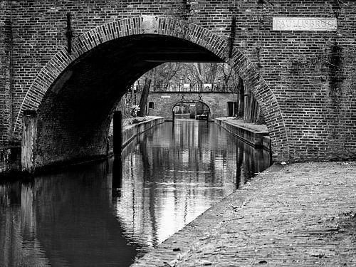Paulusbrug over de Nieuwegracht in Utrecht van