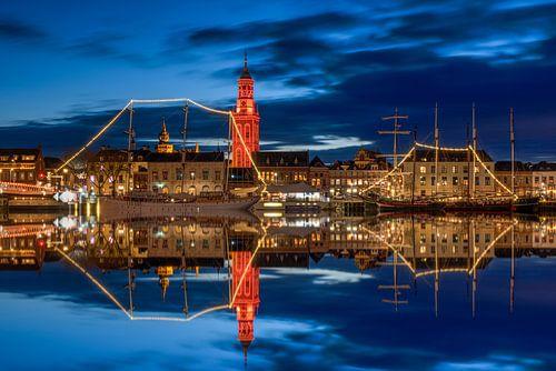 Stadsfront Kampen met oranje toren