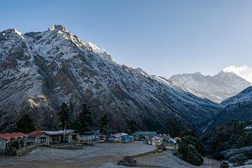 Khumbu valley van maarten van der Wilt