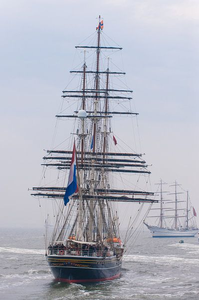 De Stad Amsterdam met ZKH aan boord