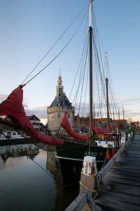 Schip in de Binnenhaven van Hoorn van Esther Seijmonsbergen