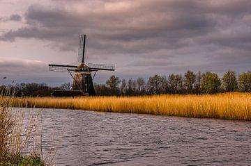 Bedrohliche Luft über der Eendrachtsmolen an den Roten Seen von Gijs Rijsdijk