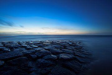 noordzee en pier na zonsondergang van