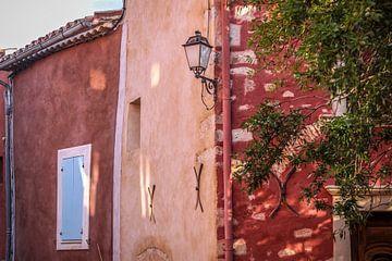 Maisons rouges dans le Roussillon, en Provence sur Christian Müringer