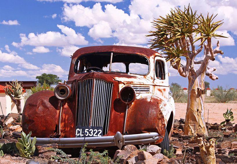 Oldtimer in the desert - Namibia van W. Woyke