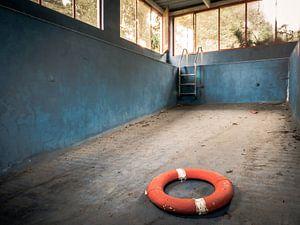 Schwimmbad in einer baufälligen Villa