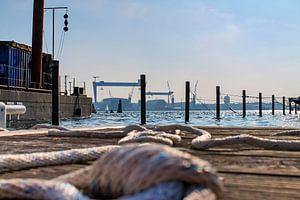 Bouwplaats in de haven van Kiel met zicht op de Baltische Zee